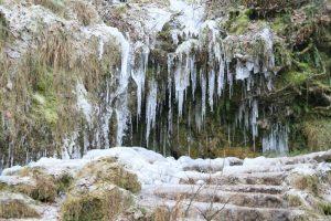 vereiste Stufen zum Wasserfall 2009