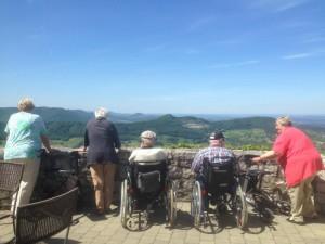 Ausflug mit Behinderung - Aussicht Burgmauer